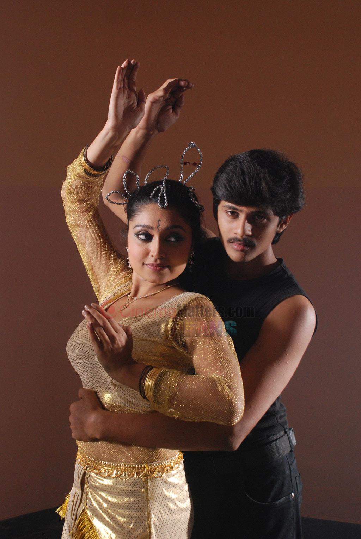 Index of /media/images/movies/Madhavanum malarvizhiyum tamil